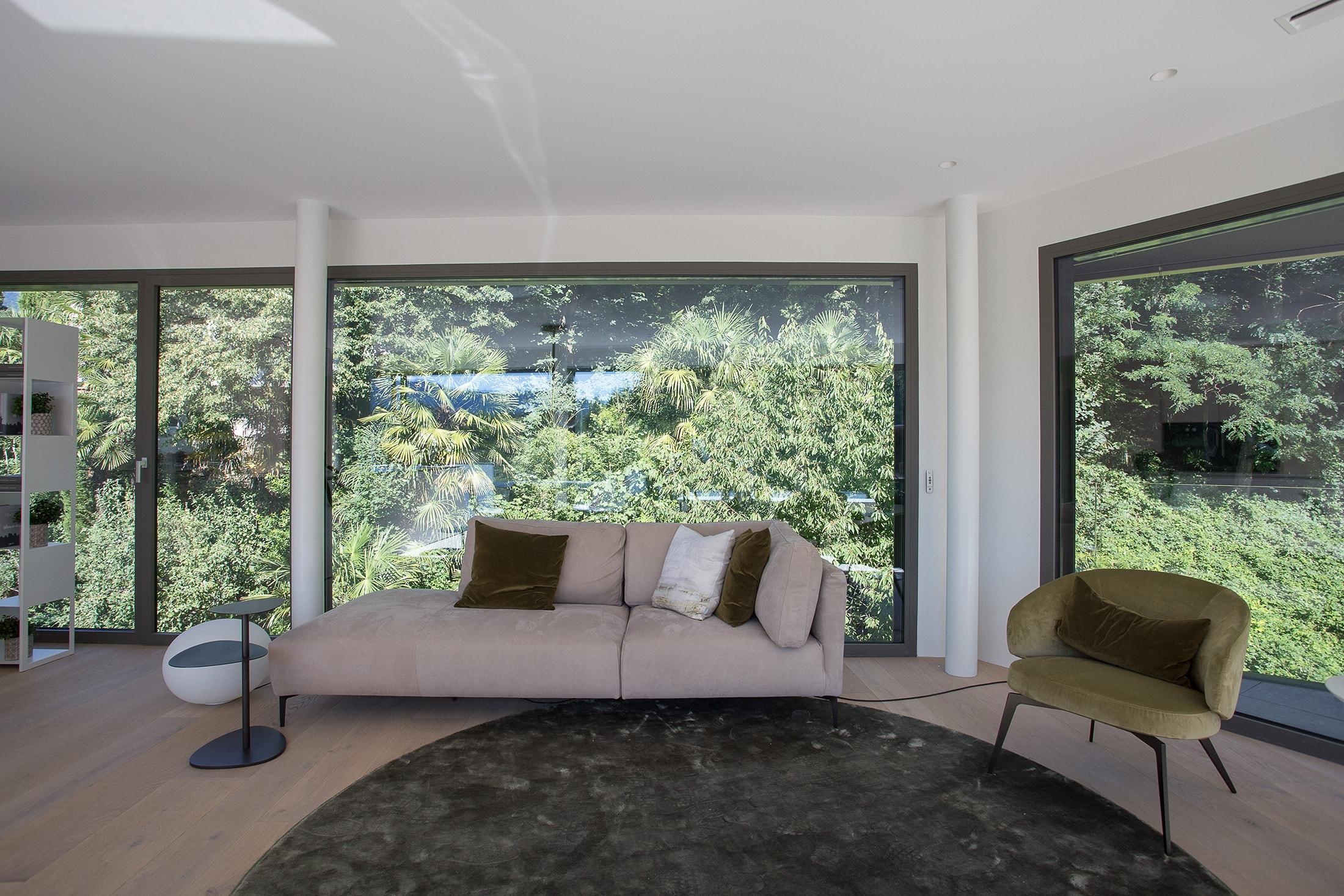 piano 3 vista bosco divano