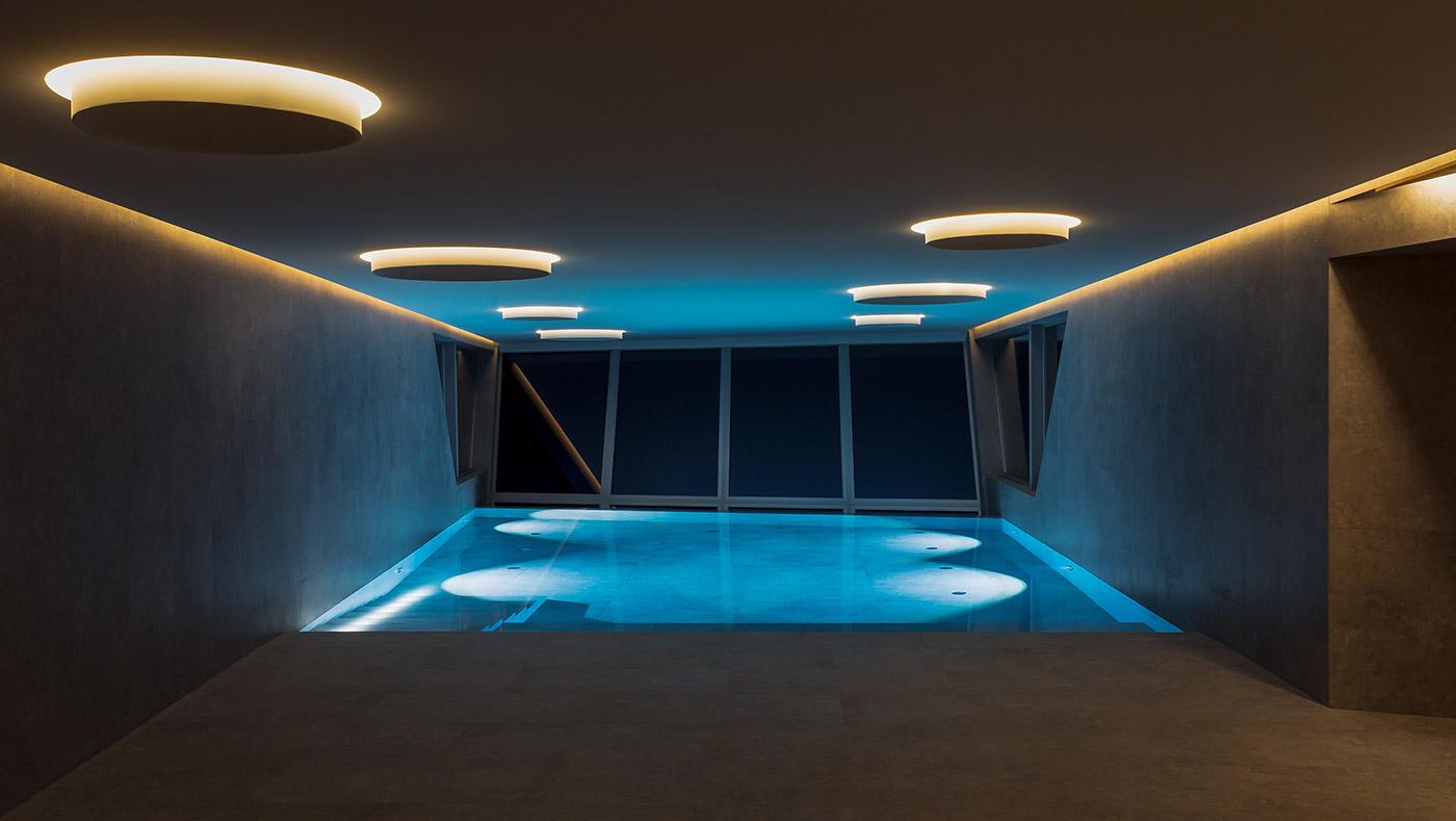 Ferienwohnungen mit Schwimmbad Lugano Tessin Schweiz bei Nacht