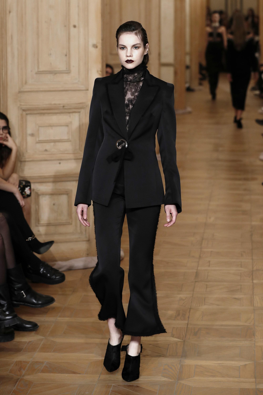 vintage style woman dress black walkway