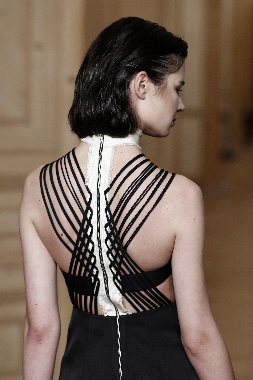 vintage style woman design shoulders details