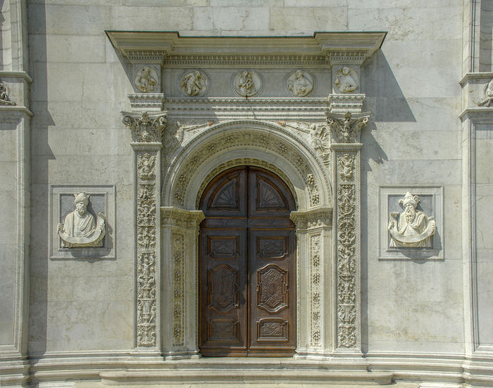 cattedrale san lorenzo portale
